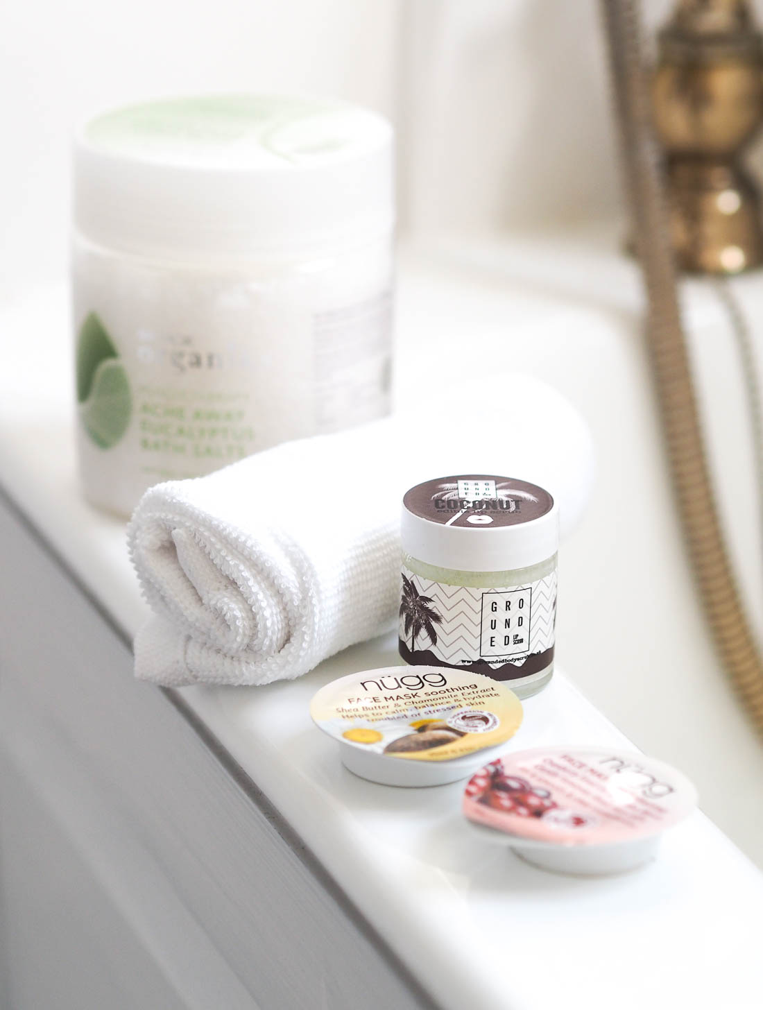 Easy Ways To Create A Spa In Your Own Bathroom | Melissa Jane Lee